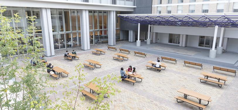 新一号館及び中庭の様子