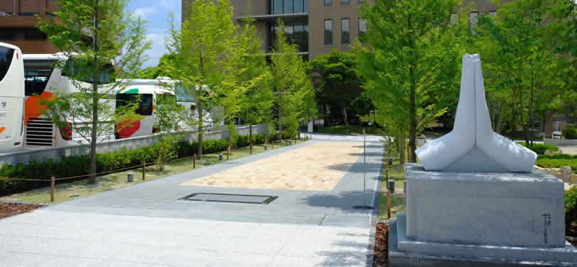紫野キャンパス 合掌の碑
